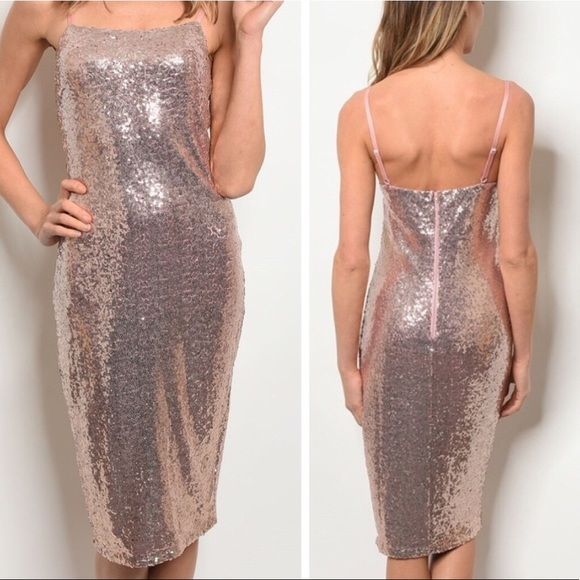Dresses & Skirts - 🔥🔥Rose gold sexy sequin holiday dress NWT🔥🔥